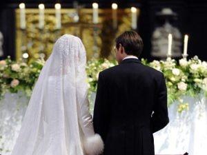 Giovi, vanno al matrimonio ma sbagliano chiesa, panico per la giovane sposa francese