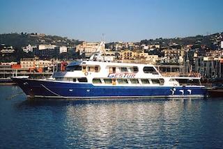 La minicrociera salta a causa del meteo, rivolta a bordo: insulti e spintoni al capitano