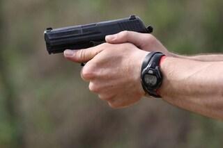 Spari durante una lite nel cortile a Pagani, 34enne ferito al ginocchio da proiettile
