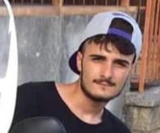 Si schianta con lo scooter, Vincenzo muore a 22 anni: donati gli organi