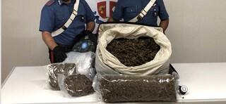 Napoli, fermato con 15 chili di marijuana nei bagagli a Piazza Garibaldi: arrestato