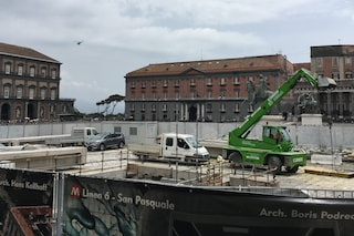 I lavori della Linea 6 a Chiaia slittano di 6 mesi. Resta il cantiere in piazza Plebiscito