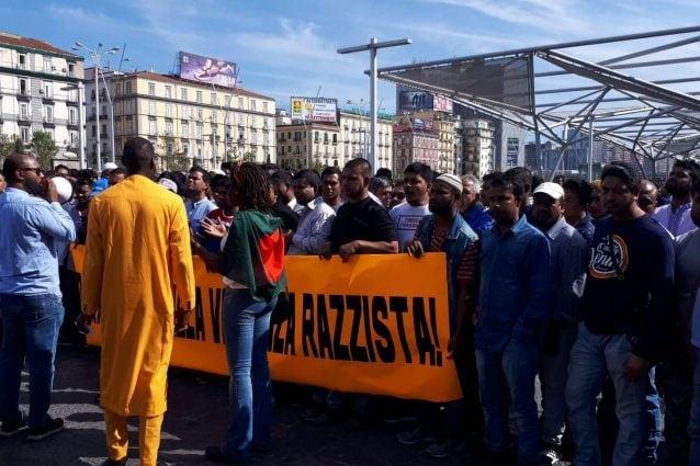 La manifestazione della comunità bengalese a Napoli