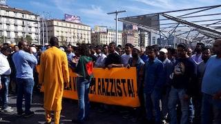 """Napoli, la comunità bengalese scende in piazza: """"Basta violenza: contro di noi rapine e angherie"""""""