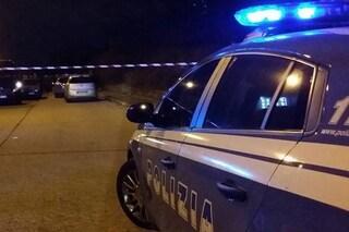 Agguato a Napoli nella notte: 34enne ferito alle gambe in corso Garibaldi
