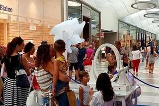 Pompei, bimbo di 5 anni si trancia il dito mignolo, dramma al centro commerciale La Cartiera