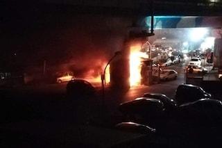 Napoli, incendiato il gabbiotto del parcheggio della metro di Chiaiano