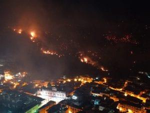 L'incendio a Sarno. [Foto Fanpage.it]