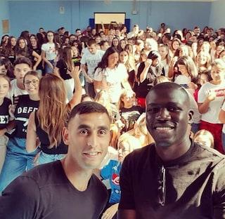 Koulibaly e Ghoulam, sorpresa agli studenti di Scampia il primo giorno di scuola