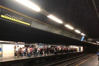 Friday for future Napoli, folla di studenti nelle metro. Ritardi sulla Circum