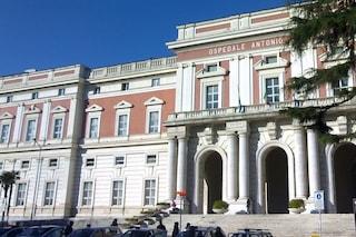 Guardia giurata aggredita a testate al Cardarelli: aveva chiesto di spostare uno scooter