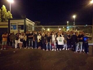 Battipaglia, dopo il rogo tossico i cittadini scendono in piazza: bloccato l'impianto Stir
