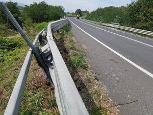 Il guard rail danneggiato sulla Telesina