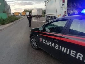 I carabinieri all'ingresso dello STIR di Giugliano questa mattina.