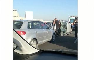 Incidente sull'Asse Mediano, auto si ribalta: traffico paralizzato