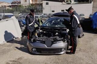 Napoli, compravano le auto rubate e le rivendevano a pezzi, 17 arresti