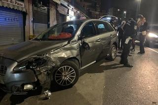 Napoli, auto piomba sulla folla a Fuorigrotta e investe pedoni, ferita una donna