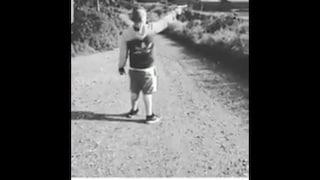 Bimbo in posa su Instagram mentre spara con la pistola: il video nel Napoletano