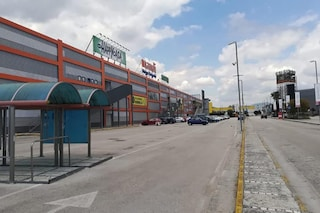 Afragola, rapina record nel parcheggio del centro commerciale: bottino da 130mila euro