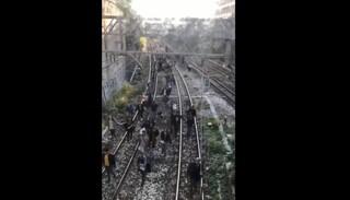 Fumo sul treno della Circum, passeggeri a piedi sui binari: indaga la Procura