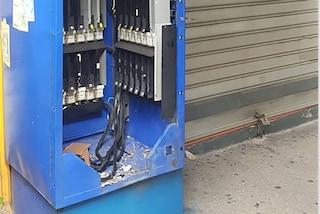Napoli, furto al tabaccaio all'Arenella: distributore distrutto con una bomba carta