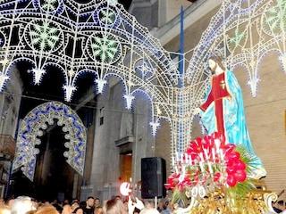Festa del Sacro Cuore di Gesù a Mugnano, scoppia rissa: ragazzino accoltellato