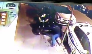 Ercolano, trova lo scooter rubato col gps, 35enne bloccato dopo inseguimento