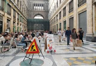 La Galleria Umberto I di Napoli è una discarica e tutti se ne fregano, dal Comune ai commercianti