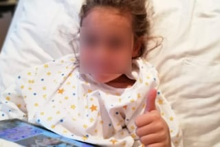 La piccola Ginevra si è svegliata, riuscita l'operazione al cervello in Germania