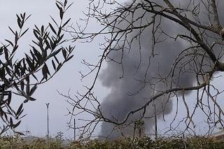 Incendio di rifiuti illegali nel Nolano, per due ore denso fumo nero si diffonde nell'aria