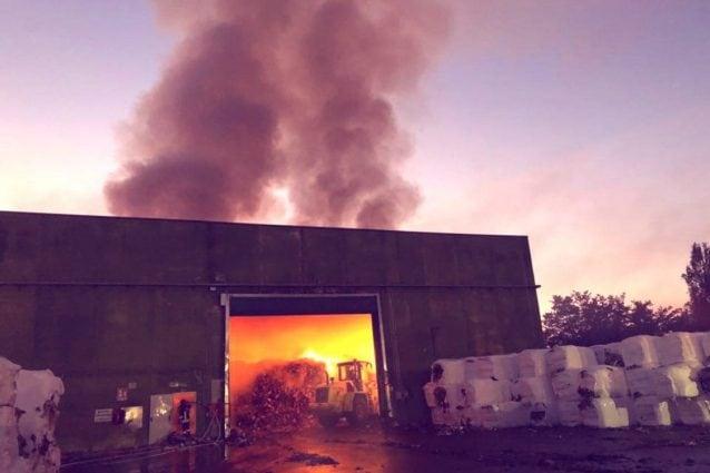 Incendio Allo Stir Rifiuti Di Santa Maria Capua Vetere Nube