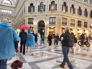Bomba d'acqua su Napoli: anche oggi strade e stazioni allagate