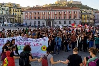 Napoli, il corteo di solidarietà al popolo curdo: in piazza anche gli operai della Whirlpool