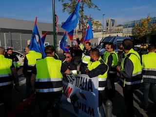 Napoli, protestano i lavoratori della Caf: 123 persone assunte e poi licenziate