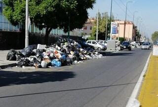 Cumuli di immondizia a Secondigliano, Pianura e Soccavo: ritardi nella raccolta rifiuti