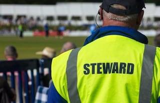 Steward allo stadio: lavoro precario, sottopagato (3 euro all'ora) e rischioso