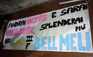 Uno striscione a scuola per ricordare Melissa La Rocca, morta a 16 anni