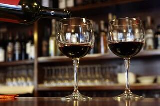 In 14 a bere vino al bar dopo le 18: multe e locale chiuso per 5 giorni a Benevento