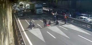 Whirlpool Napoli chiude il 1 novembre, esplode la rabbia degli operai senza più un lavoro