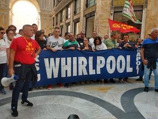 """Whirlpool chiude il 1 novembre, gli operai bloccano la Galleria Umberto: """"Pronti a tutto"""""""
