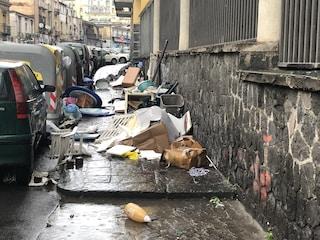 """Calata Capodichino è la """"strada della monnezza"""": cinque discariche abusive in 200 metri"""