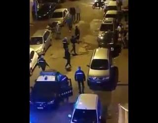 Rissa al Vasto tra stranieri, 20 persone si picchiano in strada