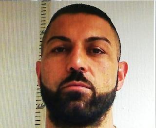 Napoli, detenuto in permesso simula un malore del figlio e scappa dalla finestra