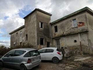 Giugliano, complesso residenziale abusivo di 2000 metri quadri di fianco alla tomba di Scipione