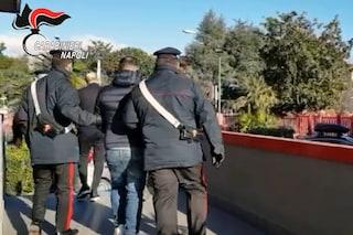Secondigliano, ladri cadono dal tetto durante la fuga dai carabinieri
