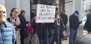 Emergenza rifiuti ad Aversa, De Luca denuncia gli attivisti dei sacchetti