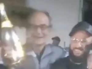 un frame del video della festa