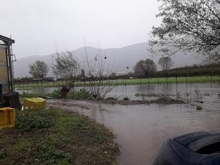 Maltempo a Castellammare, straripa il fiume Sarno: 4 persone salvate dai pompieri