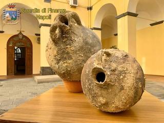 Torre del Greco, anfore di epoca romana e greca sequestrate a casa di un imprenditore