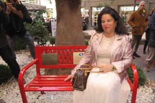 Vandalizzata la panchina di Tiziana Cantone, la madre: 'Non mi spaventano, vado avanti'